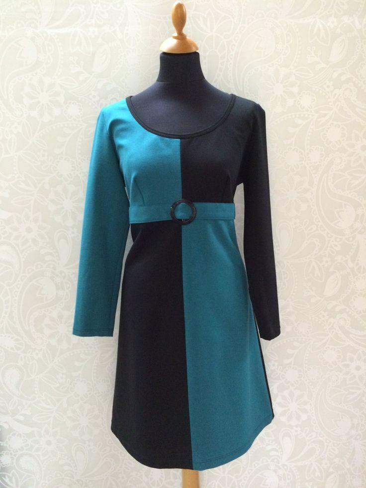 Line2Line model K253 - Sort og turkis udgør et fantastisk samspil i sådan et simpelt mønster, som gør denne kjole mere eller mindre tidsløs. #simply #timeless