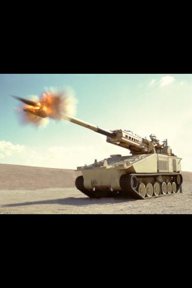 Tank Artillery Gun Fire 155mm howitzer about to ruin someone's day