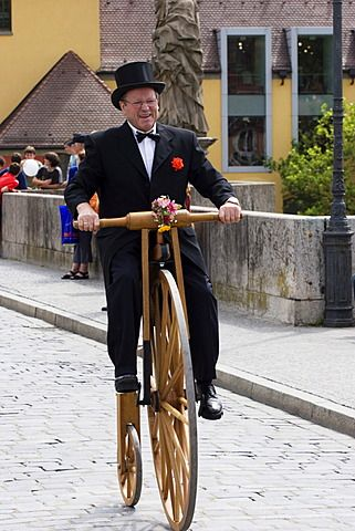 Bicicleta vieja Kiliani festiva procesión Würzburg Würzburg Franconia, Baviera Alemania