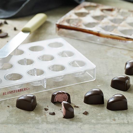 Chokolader med hindbærtrøffel | Mette Blomsterbergs opskrift