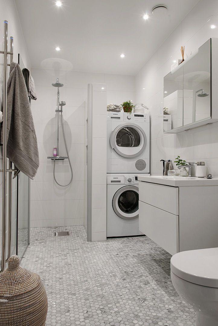 Topprenoverat badrum med tvättpelare