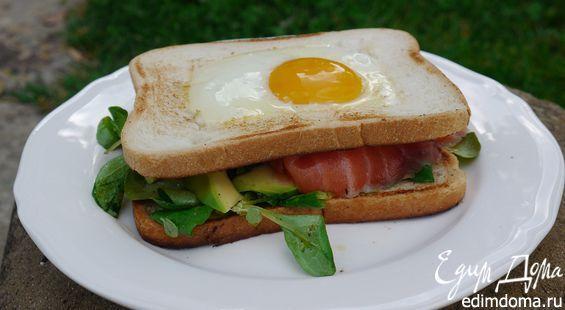 Сендвич с яйцом и семгой