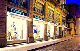 Insegne led, insegne luminose milano, insegne per negozi, insegne negozi milano Trussardi insegne luminose piazza della Scala Milano