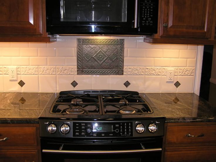Kitchen backsplash behind stove medallion show me your for Kitchen without tiles