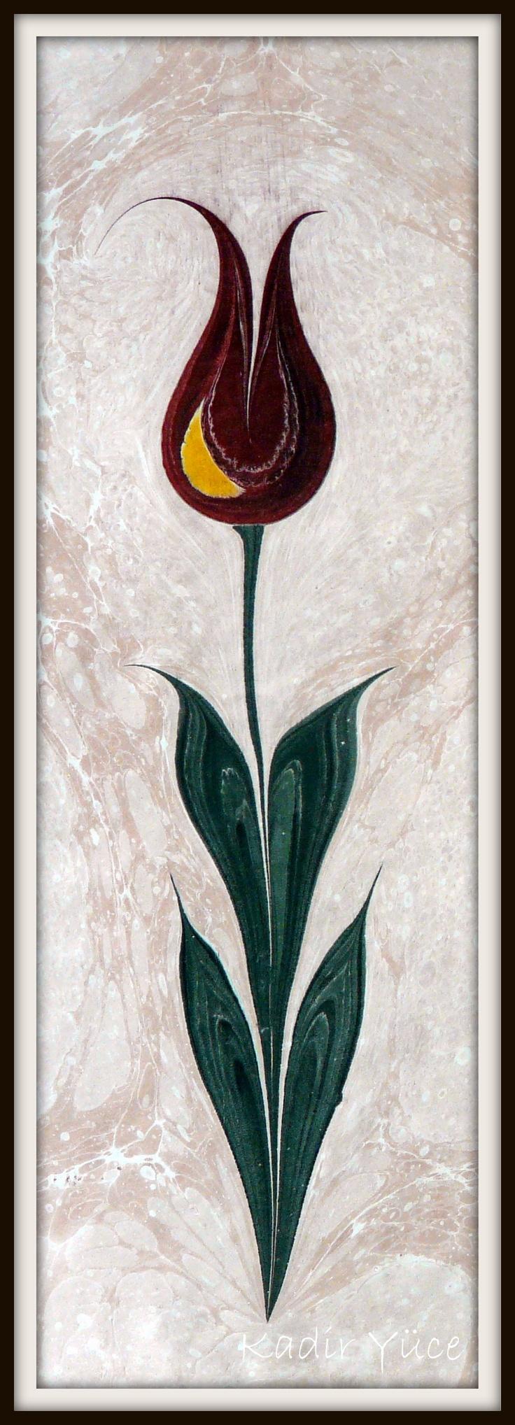 """Ebru sanatı, en eski Türk kağıt süsleme sanatlarındandır. Orta Asya dillerinden Çağatayca'da """"hare gibi, damarlı"""" anlamına gelen 'Ebre' kelimesi Ebru sanatının bilinen ilk adıdır. İpek Yolu ile İran'a gelen sanat, burada 'Abru' (Su Yüzü) veya 'Ebri' (Bulutumsu, bulut gibi) olarak isimlendirilmiştir. Daha sonra Türklerle birlikte Anadolu'ya gelen bu sanatın adı 'Ebru' olarak dilimize yerleşmiştir."""