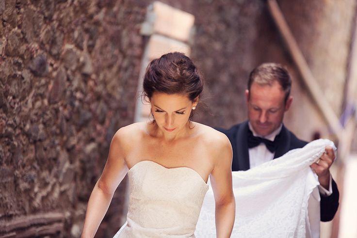 #weddingphotography #wedding #gettingmarried #weddingdress #husband #wife #weddinginspiration #diy #selfdesigned #vinjethomassen Photo credit: @saaslkk