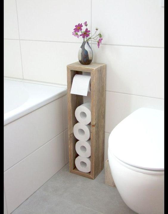 Leuk kastje om het toiletpapier te bewaren. Als bescherming tegen water en vuil, kan er WOCA Werkbladolie Wit op geplaatst worden.