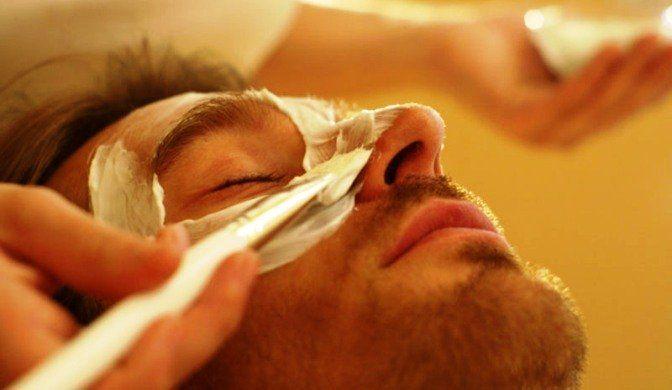 L'inquinamento atmosferico, lo stress e la cattiva alimentazione possono rendere la nostra pelle unta, secca e spenta. Ecco due semplici ingredienti casalinghi