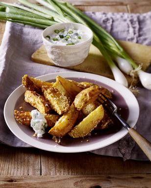 Das Rezept für Kartoffelspalten mit Sesam und weitere kostenlose Rezepte auf LECKER.de