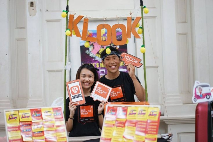 Asian Activities Booking Platform Klook Heads to the Americas  Klook employees at a booth. Klook is targeting the U.S. for its first office outside Asia. Klook / Facebook  Skift Take: Hong Kong-based Klook has selected the Americas as its first stop for expansion outside Asia. To beat the deeply entrenched competition it will have to find partners that can adapt to the needs of Asian travelers.   Raini Hamdi  Editors Note: Gateway is a Skift series featuring first-hand original stories from our correspondents embedded in cities around the world. The logo reflects where the correspondent is based and not necessarily the articles focus. Read about the series here.  Travel activities booking platform Klook which recently took onGoldman Sachs as a new investor will open an office in the U.S. after sensing a rising tide of Asian independent travelers to the U.S. Canada and Latin America.  Klook plans on having a U.S. team operational from January in either San Francisco or New York. The team will source travel activities in the Americas that fit Asian travelers interests and ramp up outbound marketing.  Klooks president and co-founder Eric Gnock Fah would not go into details on how big the team will be only saying the U.S. market is so dynamic our local team will be moving rapidly and work in an agile way.  We hope to create a notable impact to both activity providers and travelers in the U.S. by the end of 2018 he added. Our [Asian] travelers will start to see more diverse offerings in the Americas from the end of Q1 in 2018.  The company also aims to tap the U.S. market heading to Asia. Klook currently has offices in 13 cities including its headquarters in Hong Kong.  RIGHT TIMING FOR THE AMERICAS  Klook is entering a market ruled by giants like TripAdvisor-owned Viator and Expedia but Gnock Fah believes the timing is right for Klook to expand.  The Series C funding of nearly $60 million led by Goldman Sachs should help open doors for a U.S. expansion. After amassing o