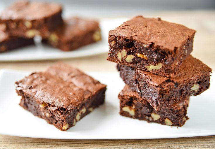 Egy finom Diós brownie szupergyorsan, kakaóporral ebédre vagy vacsorára? Diós brownie szupergyorsan, kakaóporral Receptek a Mindmegette.hu Recept gyűjteményében!
