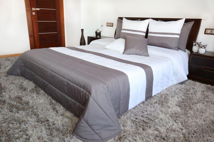Prešívaný prehoz na manželskú posteľ v bielo sivej farbe
