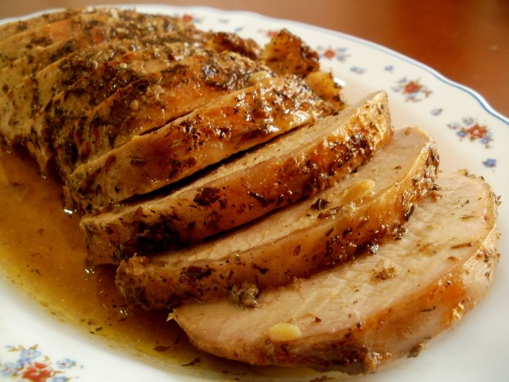 Hoy les traigo la  receta  de un lomo de cerdo  asado  en el horno que queda muy  tierno yjugoso gracias a una sencilla marinada .  ...