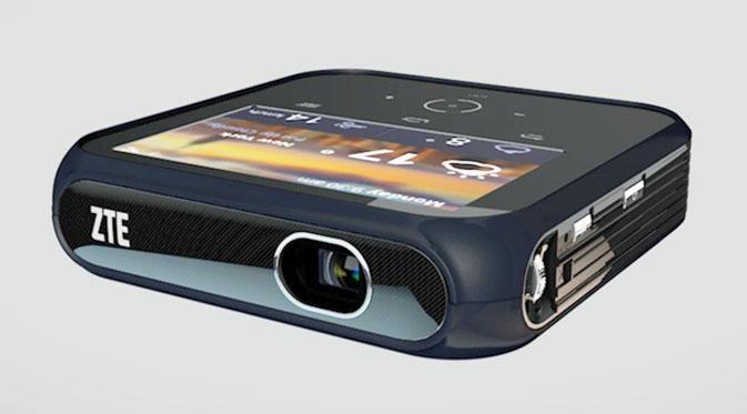 Sesuai dengan namanya, selain memproyeksikan gambar atau presentasi, proyektor ini bisa juga berfungsi sebagai WiFi hotspot.