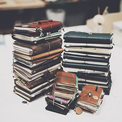 A closer look, 32 traveler's notebook from Korean users. We spent a recording breaking 13 hours on a Saturday, so the next logical thing to do is a traveler's camp lasting a few days with lots of interesting activities isn't it? #travel #travelersnote #tr | by Patrick Ng