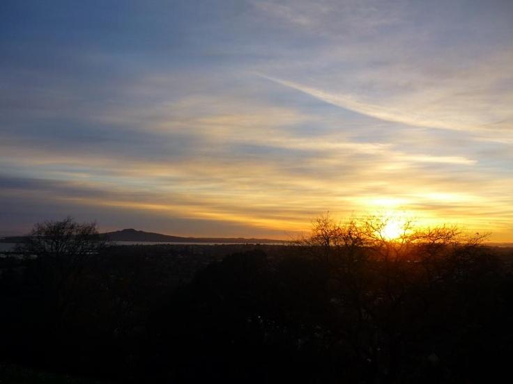 sunrise overlooking Rangitoto @pilaricke