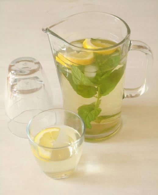 IJsthee van groene thee en munt -