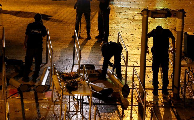 İşgalci İsrail güvenlik güçleri, Mescid-i Aksa'nın kapılara konulan metal arama dedektörleri kaldırdı. İsrail, kaldırılan dedektörlerin yerine ileri teknolojiyi kullanarak işgalci tavrını devam ettireceğini açıkladı.