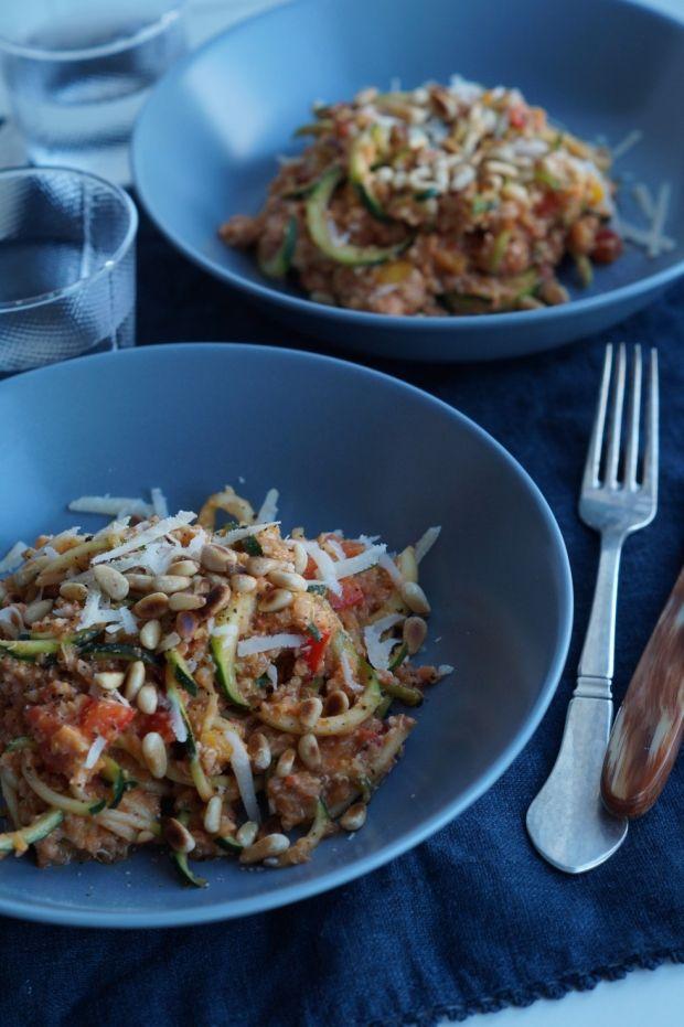 Ugens madplan fra ELLEs madblogger Julie Bruun byder på sunde retter som oksespyd med tzatziki, squash-salat med quinoa, peberfrugtspesto samt falafler og hvidløgsmarinerede tigerrejer. Se hele madplanen og bliv inspireret her...