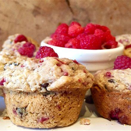 Muffins aux pois chiches, aux framboises et au chocolat noir sans farine