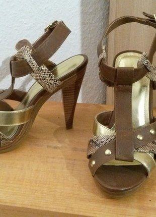 Kaufe meinen Artikel bei #Kleiderkreisel http://www.kleiderkreisel.de/damenschuhe/hohe-schuhe/138546975-hm-highheelsandaletten-braun-gold-schlangenlederoptik-goldene-nieten