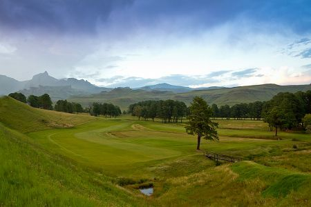 Gorgeous views and pristine grounds at Glengarry Country Club in the Drakensberg © Image courtesy Glengarry Country Club http://www.n3gateway.com/things-to-do/golfing.htm