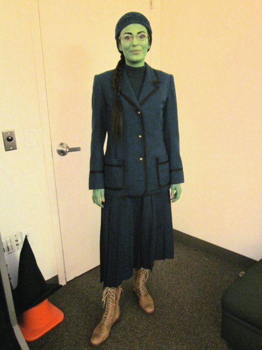 elphaba+costume | ... here little turtle neck is short, not full length, under her costume