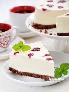 Jogurtowiec z sosem malinowym