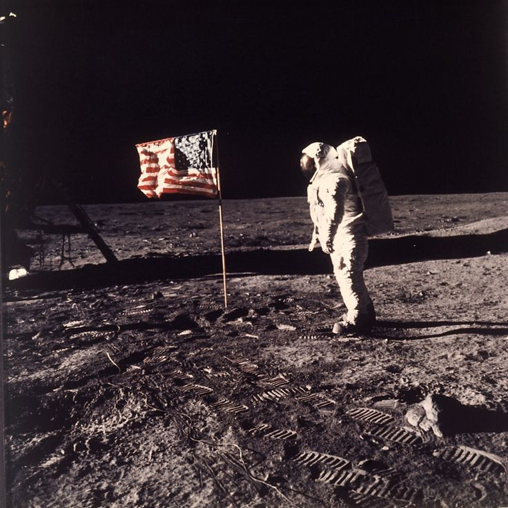 11 Proofs That The Apollo Moon Landings Were NOT Fake