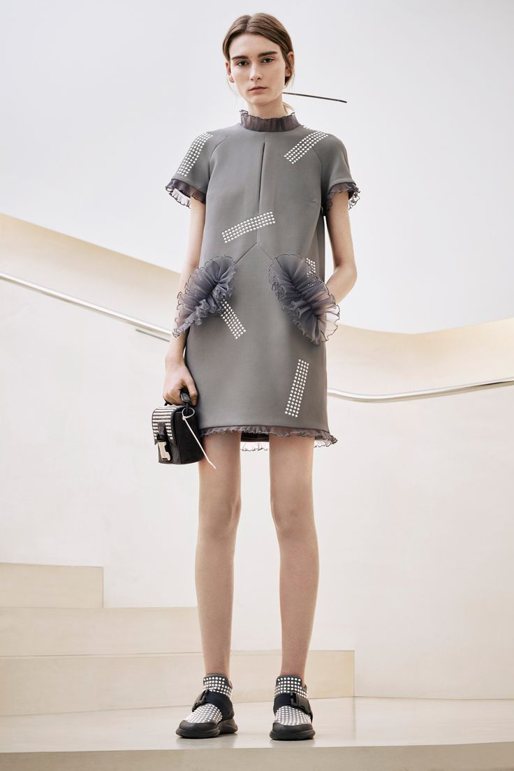 See the complete Christopher Kane Pre-Fall 2016 collection.