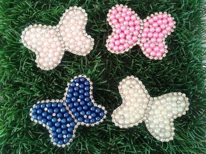 Borboletas com strass e pérolas no bico de pato Mãos de Fada Artesanato
