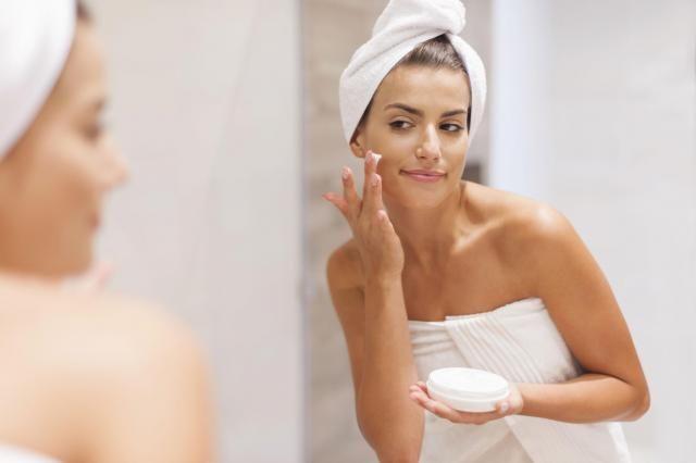 Poradnik kosmetyczki: Naturalna pielęgnacja urody w kilku krokach