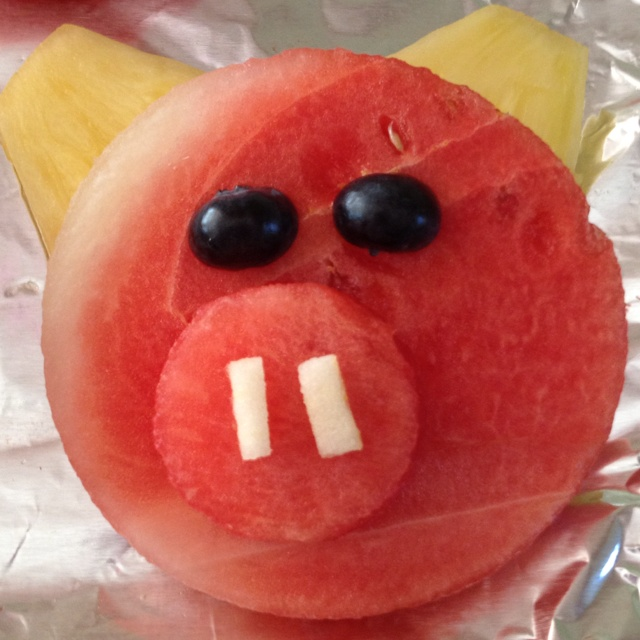 OMG SO CUTE!  Pig fruit salad