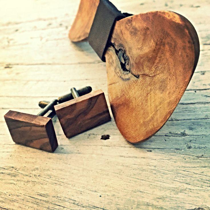 Papion din lemn de măslin disponibil pe www.climentart.ro.          Papioanele din lemn Climent Art sunt concepute pentru ati oferi confort si valorifica personalitatea.   Vara aceasta abordează o imagine proaspăta cu ajutorul accesoriilor din lemn #handmade Climent Art ce sunt usor de asortat, tranformand orice tinuta intr-o aparitie spectaculoasa.       Online pe www.climentart.ro    0745335885     Un papion, o poveste