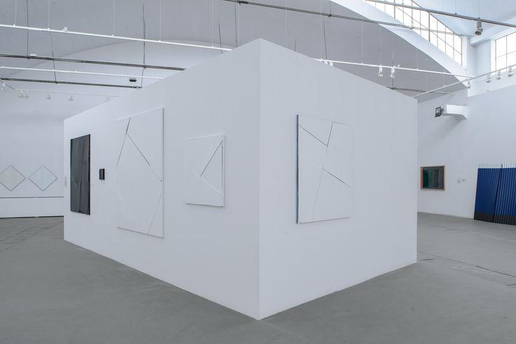 Widok wystawy – na pierwszym planie: Natalia Załuska, wszystkie: bez tytułu, 2014, fot. Wojciech Pacewicz