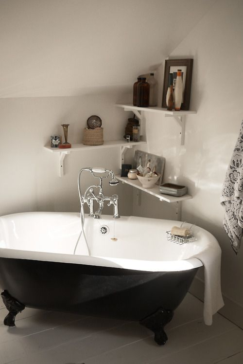 Roll top bath and corner shelving