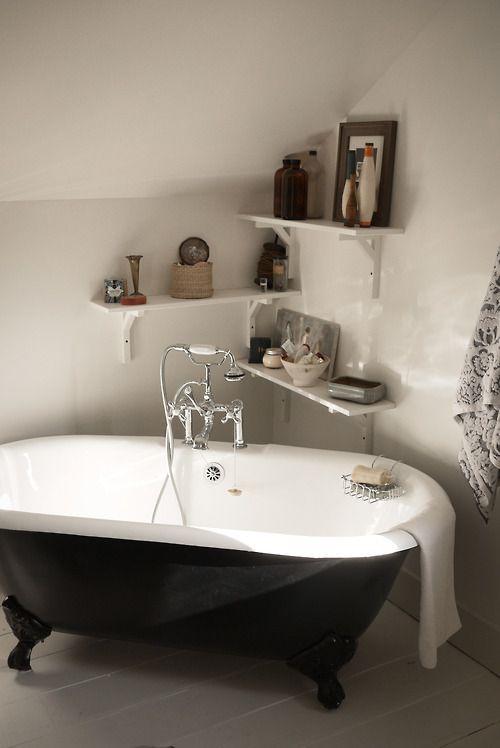 Roll top bath and corner shelving