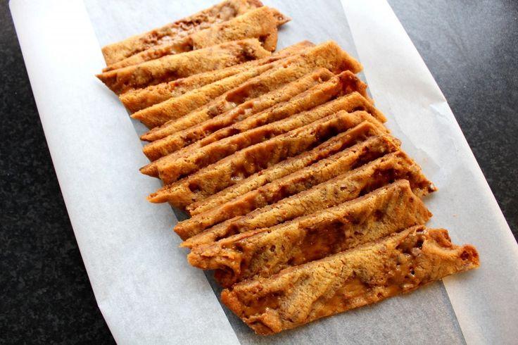 Det här receptet på dumlesnittar måste du spara någonstans på ett viktigt ställe. För det dessa kakor gör med människor är att det ger ren och skär kak-lycka i bröstet. En fröjd för gottegrisen i dig. SÅ kan vi säga. Ja men precis, en kolasnitt med Dumlekola i! Halleluja! RECEPT: 100gmjukt smör 1dlströsocker 2mskljus sirap [...]