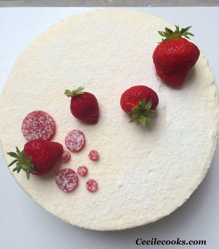 A chaque évènement de famille, j'essaye de réaliser un dessert nouveau. Difficile parfois d'innover ! Le livre Tentation Petits Gâteaux de J.-M. Perruchon (MOF) est une mine à idée, tant pour les associations de saveurs, que pour les finitions . Petit...