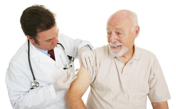 """""""Las vacunas son seguras, por eso todas las personas que pasen de los 50 años deberían vacunarse, en especialmente los mayores de 65 años de edad"""