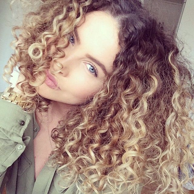 Natturally curly dyed blond hair with roots: julieolsson_ via curlyhairofgirls. Her hair is on point