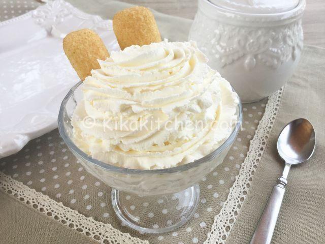La crema al mascarpone senza uova è una deliziosa crema adatta per farcire torte, crostate, bignè, rotoli di pasta biscotto, tiramisù. Ottima!