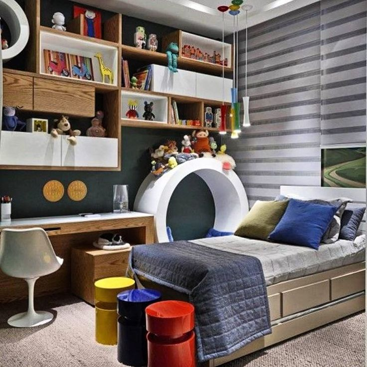 Gente que quarto mais fofo!!! Cores e formas diferentes fazem desse quarto um…