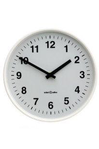 OLC 10XX è una linea di orologi analogici rotondi, della tradizione orologi industriali SOLARI-Udine di estetica sobria e nello stesso tempo elegante, si ambientano con ogni stile d'arredamento.     La linea comprende orologi di diametro diverso, sia indipendenti che ricevitori, sia per interni che per esterni, sia a quadrante semplice, sia a quadrante doppio.