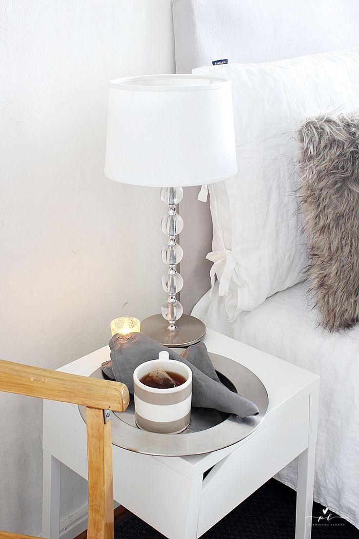 Vanhan ajan tuntua Bedroom Decor Night Stand Lexington Coffee Cup Iittala Sarpaneva Pentik  DIY headboard Sängynpääty Pallolampunjalka