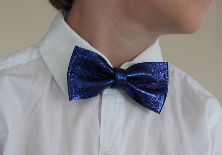 Boys Blue Checkered Bow Tie, Boys Bow Tie Kids Bow Tie, Boys Neckties, Toddlers Bow Tie, Photo Prop, Ring Bearer Bow Tie by NevesticaLeather on Etsy