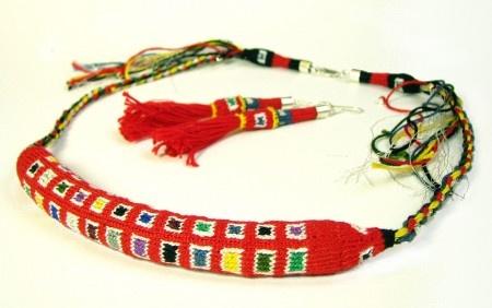 """Necklace and earrings set, based in a """"Chuspa Inka"""" / Cojunto de collar y aros basado en una chuspa Inka"""