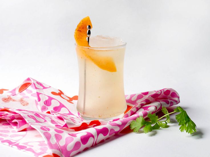 melon-infused gin (gin, cantaloupe), cilantro simple syrup (water, sugar, cilantro), lime, vermouth, cayenne
