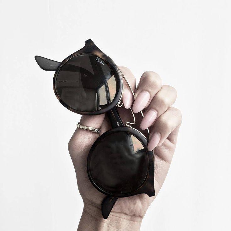 Unisex Sonnenbrille von Ray Ban mit stabilen Kunststoffrahmen und Acryl-Gläser. Hier entdecken und shoppen: http://sturbock.me/9cY