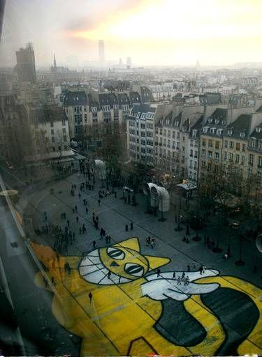 En 2004, Chris Marker consacre un film à M. Chat,projeté au Centre Pompidou. Thomas Vuille profite de l'occasion pour créer son plus grand M. Chat.